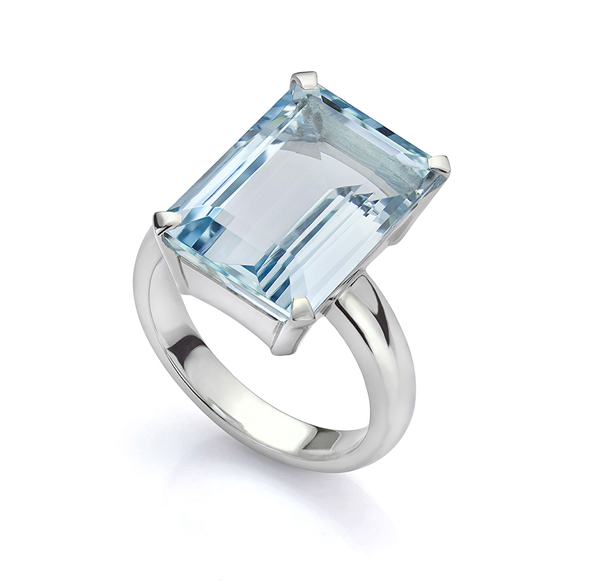 Large Aquamarine ring with straight shoulders