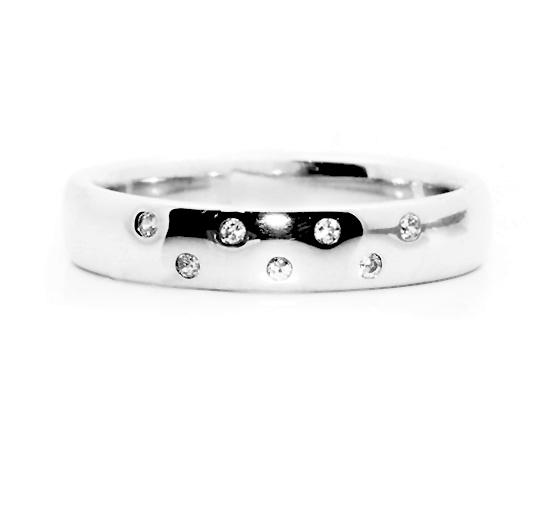 Flush setting for diamond wedding ring