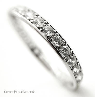 Classic Border And Grain Set Diamond Wedding Ring