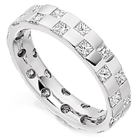 Chequerboard style diamond eternity ring set with 1.65cts of Princess cut diamonds
