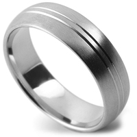 Patterned wedding ring with central lines