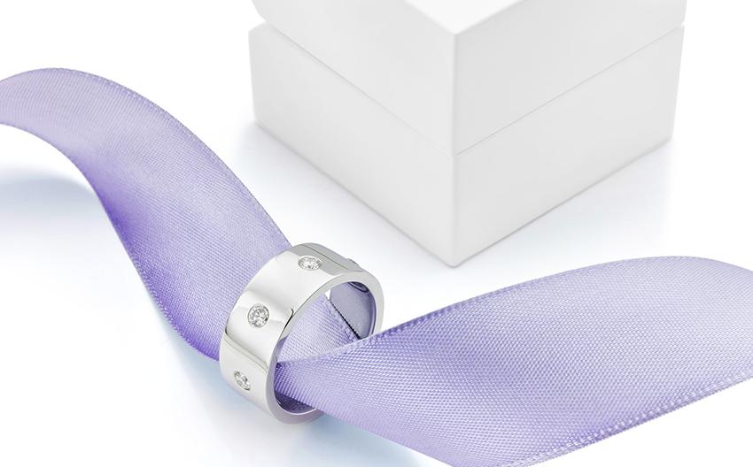 Flush set mens wedding ring