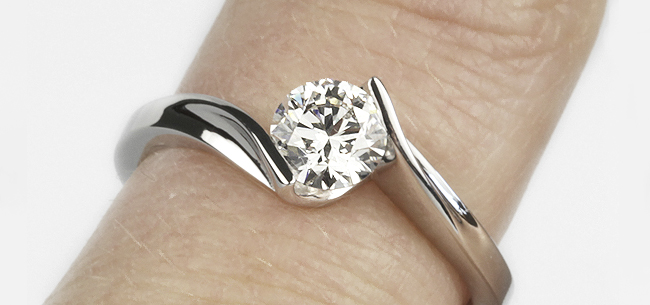 Diamond-Ring-on-Finger