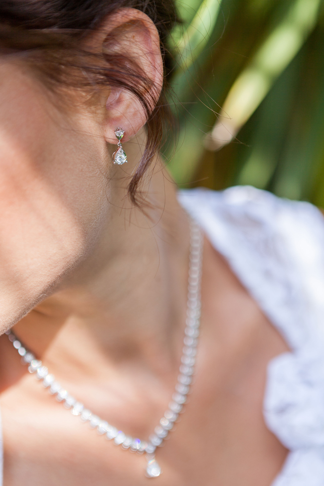 what jewellery should a bride wear - diamond earrings and diamond pendant set