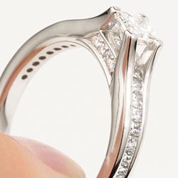 Innovative Engagement Rings Passerelle The Bridge of Diamonds
