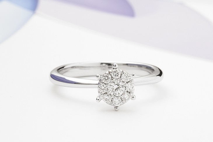 Solitaire effect diamond engagement ring