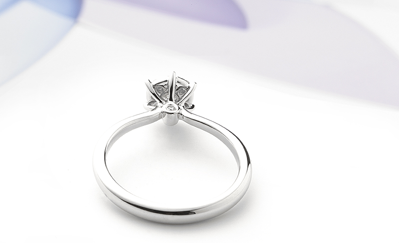 side view of the solitaire effect diamond engagement ring