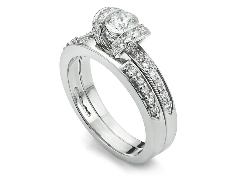 Tiffany ribbon ring shaped wedding ring