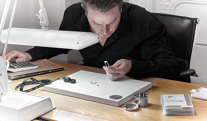 Selecting large 2 and 3 carat diamonds for a client