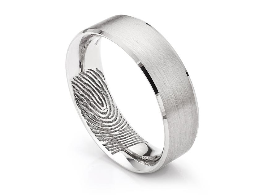 Memorial fingerprint ring in the Tennyson design