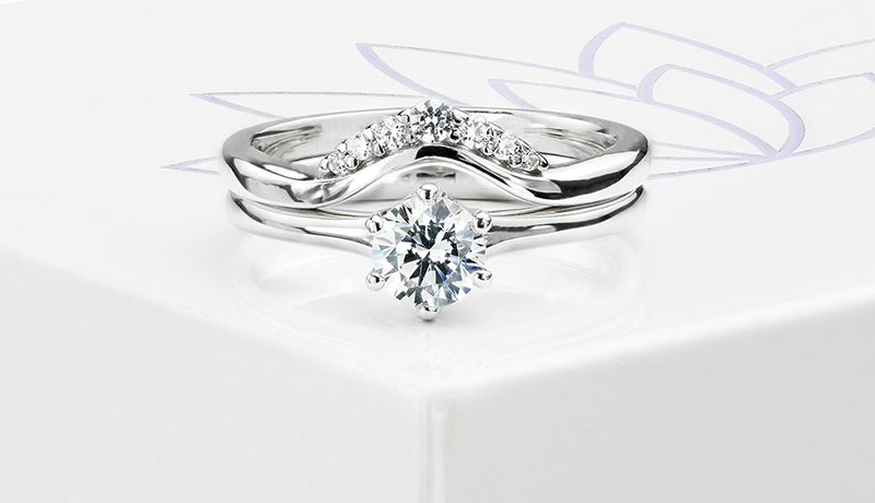 Tiara diamond wedding ring