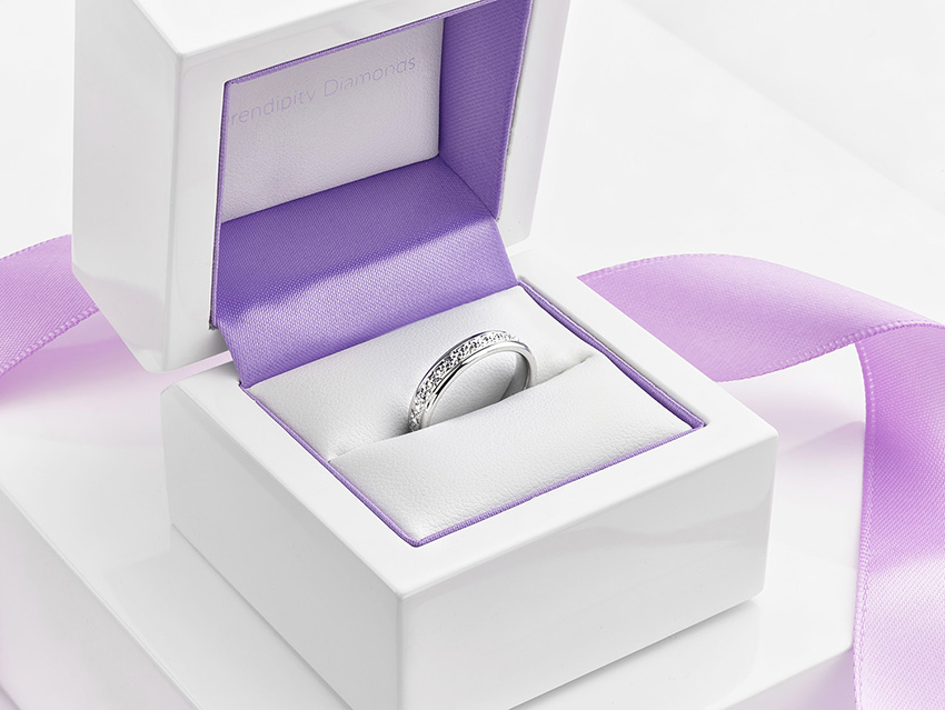 Diamond illusion created by the sparkle cut wedding ring