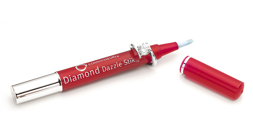 Cleaning diamonds at home with the Dazzlestik