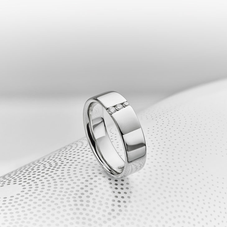 Men's 3 stone diamond wedding ring