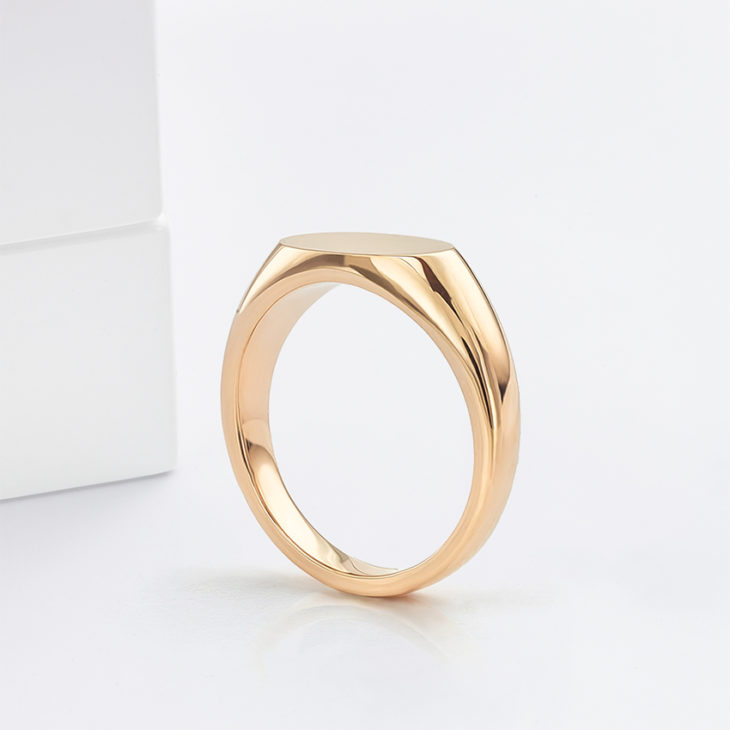 Signet ring style suitable for engraving