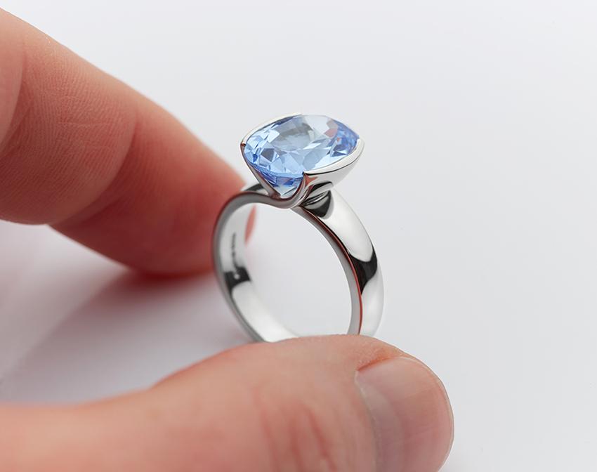 Big Aquamarine ring in Platinum