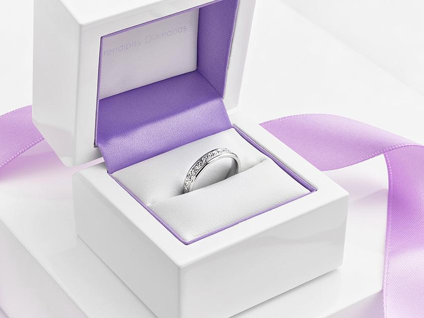 Sparkle pattern wedding ring