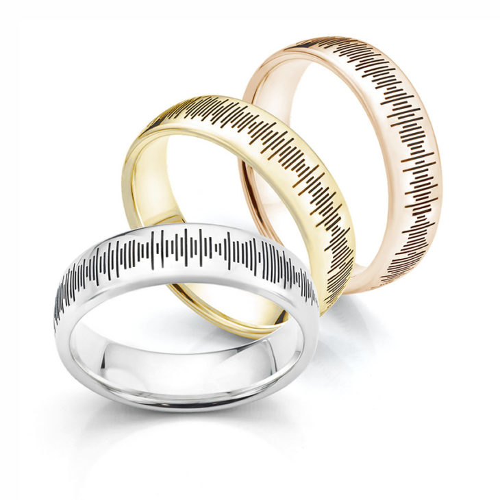 Soundwave wedding rings - sound patterns added around wedding rings