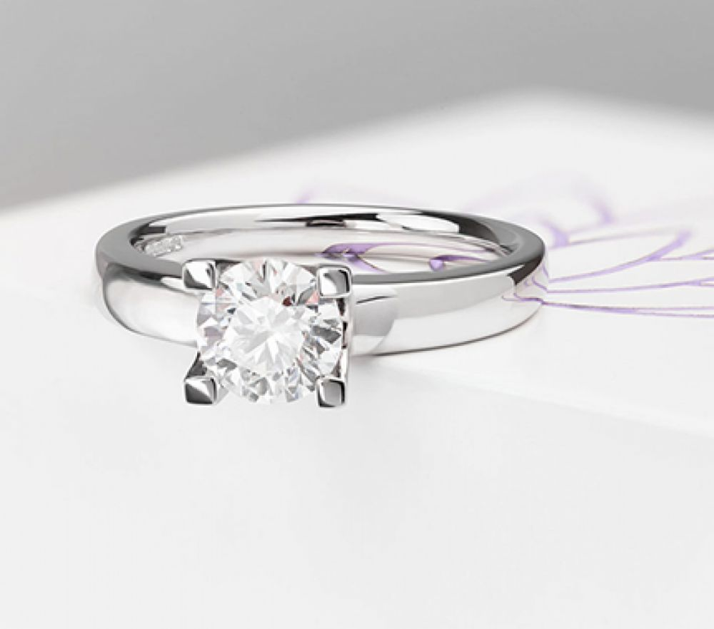 Round solitaire engagement rings, Berlin design