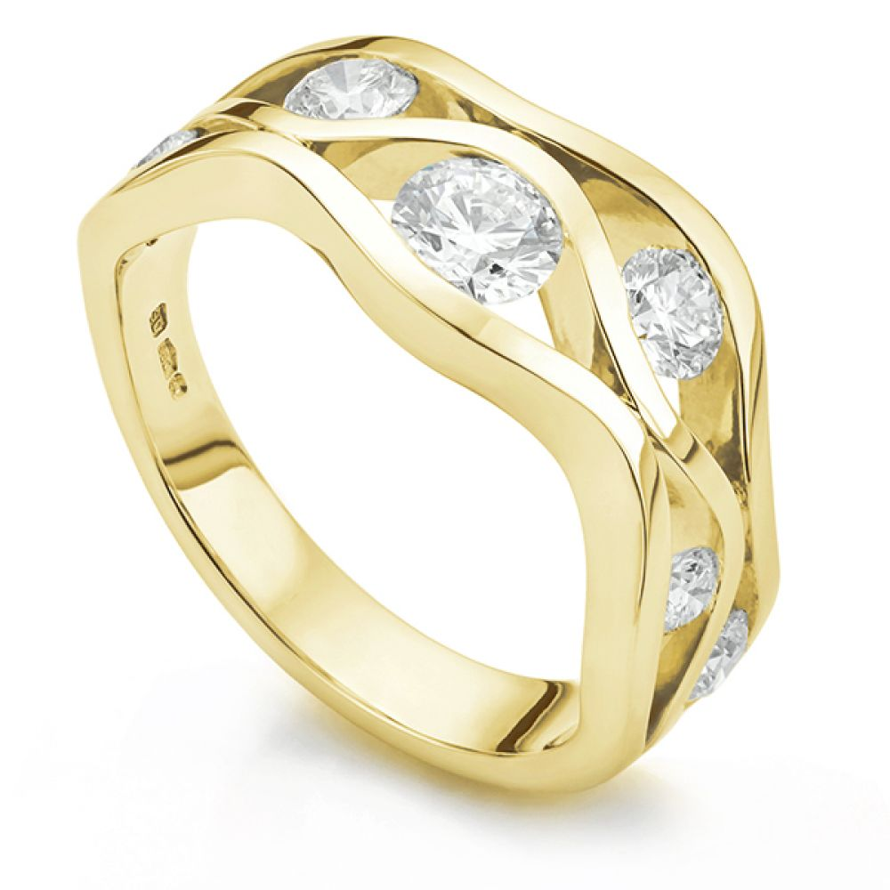 Wave diamond ring in yellow gold
