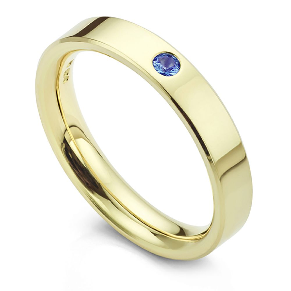 Blue sapphire wedding ring in yellow gold