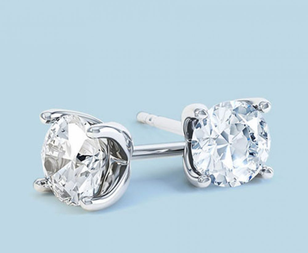 Round diamond stud earrings Paris design