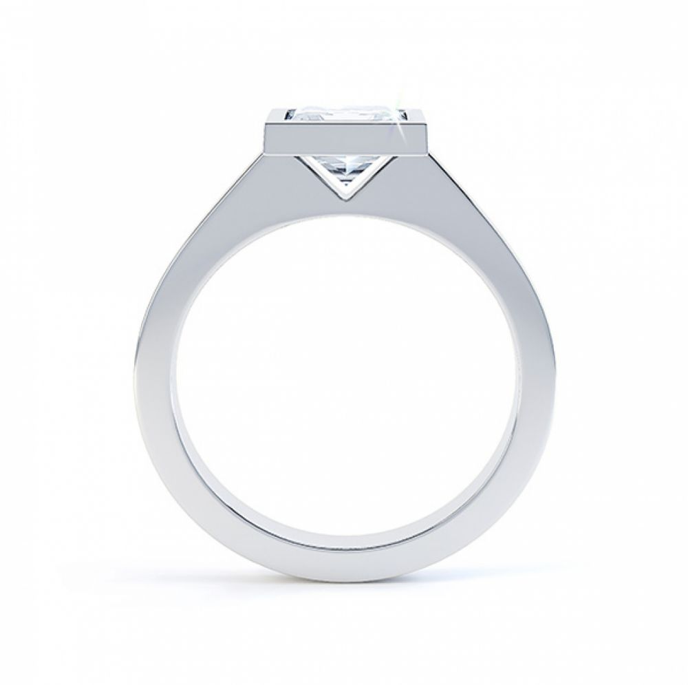 Moderne Princess cut solitaire diamond engagement ring side view white gold