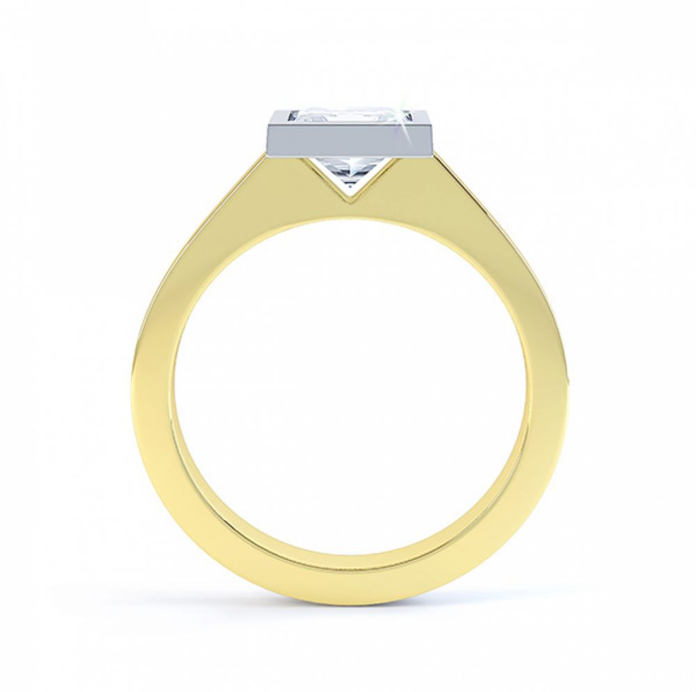Moderne Princess cut solitaire diamond engagement ring side view yellow gold