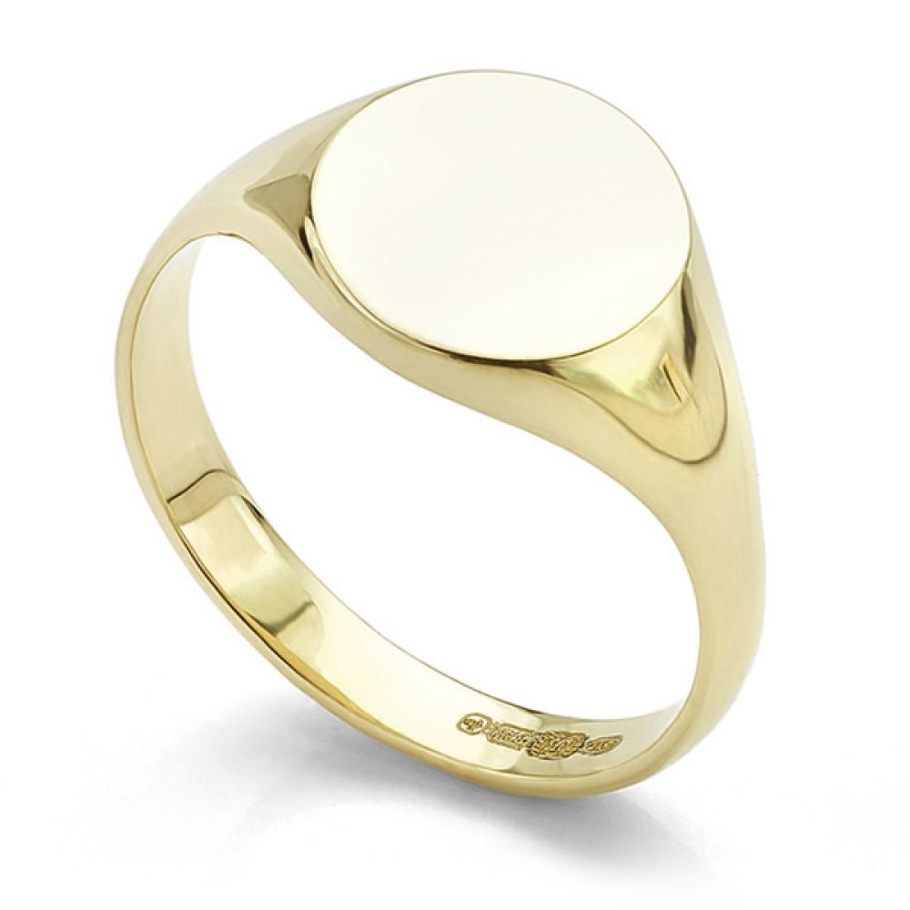 Small round engravable signet ring in yellow gold