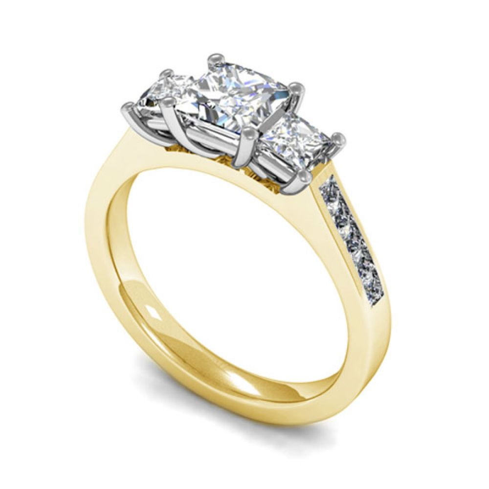 Trilogy princess cut with diamond shoulders - Yellow