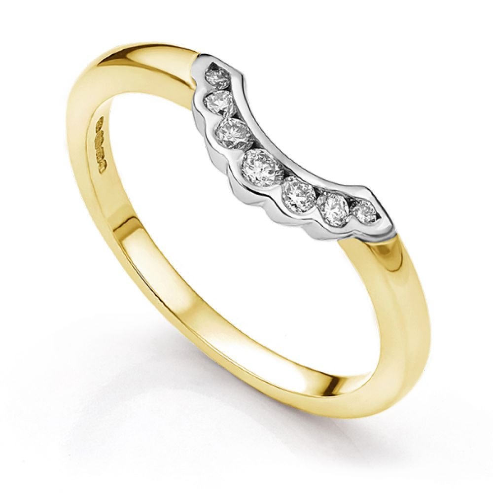Scallop shaped wedding ring in yellow gold