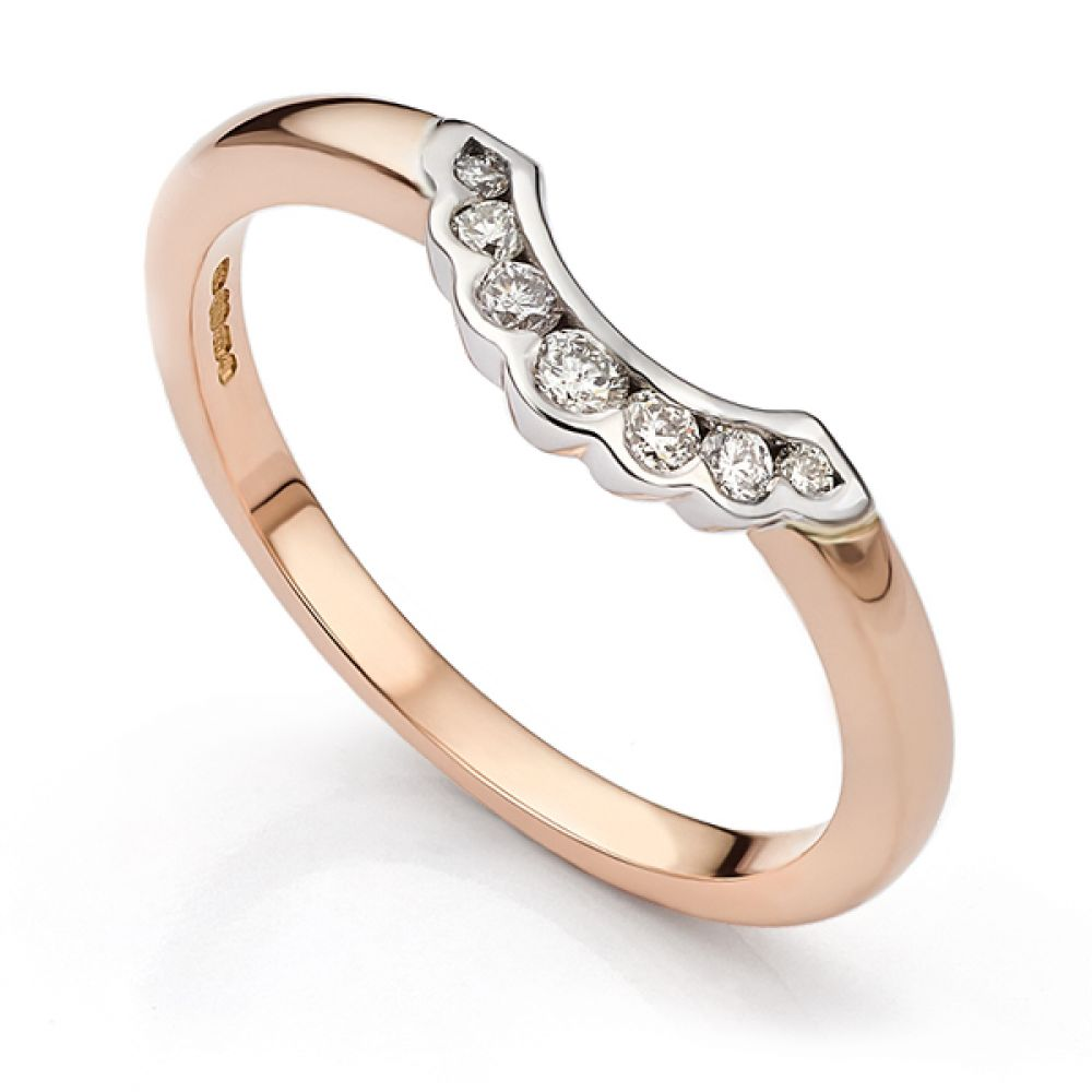 Scallop shaped wedding ring in rose gold