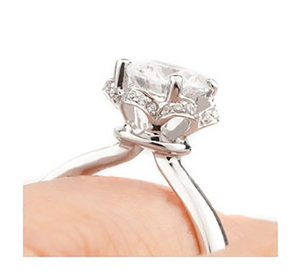 Tulip vintage halo ring on finger